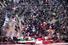 <b> 고향 케르만의 묘지에 안장되는 솔레이마니 시신</b> <br> 미군의 공습에 숨진 이란 혁명수비대 쿠드스군 사령관 거셈 솔레이마니의 시신이 담긴 관이 8일(현지시간) 고향 케르만의 묘지에 안장되고 있다. 케르만 로이터/연합뉴스)
