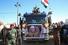 <b>이라크 바스라에서 열린 시아파 민병대 부사령관 장례식</b><br> 7일(현지시간) 이라크 바스라에서 친이란 시아파 민병대 부사령관 아부 마흐디 알무한디스(차량 앞 포스터 사진)의 장례식이 진행되고 있다. 알무한디스 부사령관은 지난 3일 바그다드 공항에서 미군의 폭격으로 가셈 솔레이마니 이란 혁명수비대 쿠드스군 사령관과 함께 사망했다. 바스라 AP/연합뉴스