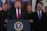 <b>이란 미사일 공격 입장 밝히는 트럼프</b> <br>도널드 트럼프 미국 대통령이 8일(현지시간) 백악관에서 참모진이 지켜보는 가운데 미군 기지를 겨냥한 이란의 탄도 미사일 공격과 관련해 대국민 연설을 하고 있다. 워싱턴 AP/연합뉴스
