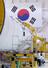 <b>태극기 아래 키워가는 ''우주 자립''의 꿈</b><br> 15일 전남 고흥군 나로우주센터 조립동에서 연구원들이 한국형발사체 누리호(KSLV-II) 1단 체계개발모델(EM)을 살펴보고 있다. 고흥/연합뉴스