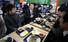 <b>휴게소에서 점심 먹는 안철수</b><br> 바른미래당 안철수 전 의원이 20일 오후 광주 국립5·18민주묘지 참배를 위해 이동하던 중 전남 백양사휴게소에서 기자단과 식사를 하며 대화하고 있다. 장성/연합뉴스