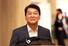 <b>밝은 표정 귀국길</b><br> 바른미래당 안철수 전 의원이 19일 인천국제공항을 통해 귀국하고 있다. 인천공항/연합뉴스