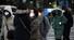 절기상 입춘이자 꽃샘추위가 찾아온 4일 오전 서울 광화문 사거리에서 두꺼운 복장을 한 시민들이 신종 코로나바이러스 감염증 예방 등을 위해 마스크를 쓴 채 걸어가고 있다. 연합뉴스