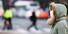 절기상 입춘이자 꽃샘추위가 찾아온 4일 오전 서울 광화문 사거리에서 두꺼운 복장을 한 시민이 신종 코로나바이러스 감염증 예방 등을 위해 마스크를 쓴 채 걸어가고 있다. 연합뉴스