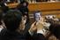 <b>마스크 필수, 졸업식 풍경</b><br>서울 현대고등학교 제29회 졸업식이 열린 4일 오전 서울 강남구 신사동 광림교회에서 마스크를 쓴 학부모가 아래층에서 졸업식에 참석중인 자녀의 모습을 스마트폰으로 찍고 있다. 이정아 기자 leej@hani.co.kr