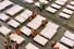 <b>중국 우한 전시장에 설치되는 병상들<b> 4일 중국 후베이성 우한의 한 전시장에서 작업자들이 신종 코로나바이러스 감염증(신종코로나) 환자를 수용하기 위한 병상들을 설치하고 있다.우한 AFP=연합뉴스