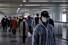 <b>춘절 마치고 일상 복귀한 상하이 시민들</b><br>중국 상하이 시민들이 신종 코로나바이러스 사태로 길어진 춘제 연휴를 마치고 10일 오전 지하철역으로 향하는 통로를 걷고 있다. 상하이 로이터/연합뉴스