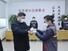 <b>신종코로나 방역현장에서 체온 재는 시진핑</b><br>마스크를 쓴 시진핑 중국 국가주석이 10일 베이징에서 신종 코로나바이러스 감염증 방역 업무가 진행되는 한 현장을 찾아 체온을 재보고 있다.  베이징 신화/연합뉴스