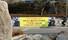 """<B>""""코로나는 물러가라, 우리에겐 기생충이 있다""""</b><Br>국내 28번째 신종코로나 확진자가 격리돼 있는 경기도 고양 명지병원 입구에 재치있는 문구로 오스카 4관왕 쾌거를 이룬 봉준호 감독의 ''기생충'' 수상 축하 현수막이 걸려 있다. 연합뉴스"""