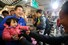 <b> ''놀랬나요?'' </b><Br>더불어민주당 후보로 4.15 총선 종로에 출마하는 이낙연 전 국무총리가 15일 오후 서울 종로구 광장시장에서 안아본 어린이가 무서워하자 엄마품으로 다시 건네고 있다. 연합뉴스