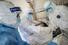 <b>폐 사진 확인하는 중국 우한 의료진</b><br> 중국 후베이성 우한시 적십자병원에서 16일 방호복을 착용한 의료진이 신종 코로나바이러스 감염증(코로나19) 환자의 폐 사진을 확인하고 있다.  우한/AFP 연합뉴스