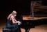 "<b>리시차, 내한 공연 중 오열로 한때 연주 중단</b><br> 피아니스트 발렌티나 리시차가 지난 22일 서울 서초구 예술의전당 콘서트홀에서 열린 내한 리사이틀에서 정규 프로그램 마지막 곡인 베토벤 피아노소나타 29번 ''함머클라비어''를 연주하는 도중 눈물을 흘리며 연주를 멈췄다. 리시차는 공연기획사 오푸스를 통해 ""갑자기 86세이신 고령의 어머니가 떠올랐다""며 ""코로나 19 때문에 계속 안 좋은 상황이 발생하고 있고, 여기 와주신 관객들도 모두 마스크를 낀 채로 있는 것이 제 마음을 건드렸다. 곡도 공감을 일으키는 곡이라 감정이 복받쳐 연주할 수 없었다""고 말했다. [오푸스 제공] 연합뉴스"