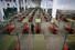 스페인 군인이 25일(현지시간) 바르셀로나의 코로나바이러스 감염증(코로나19) 임시병원에서 침상들 사이에 서 있다. 바르셀로나 AFP/연합뉴스
