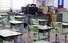 <b>텅빈 교실서 홀로 원격수업 하는 교사</b><br>  김현수 교사가 30일 오전 서울 송파구 거여동 영풍초등학교 6학년 3반 교실에서 텅빈 책상을 앞에 놓고 원격수업을 진행하고 있다. 공동취재사진