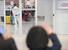 이탈리아의 밀라노 지역 교민과 주재원 등이 1일 오후 전세기를 타고 인천국제공항 2터미널을 통해 귀국하고 있다. 한 모자가 외할머니를 향해 하트를 그리고 있다. 입국자들은 입국 직후 전원 특정 시설로 이동해 코로나19 진단검사를 받는다. 여기서 모두 음성 반응이 나오면 자가 격리로 이어지고, 한 명이라도 양성 반응이 나올 경우 전원 14일간 시설 격리된다. 인천공항/백소아 기자 thanks@hani.co.kr