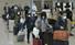이탈리아 밀라노 지역에 거주하는 교민, 주재원 등이 1일 전세기를 타고 인천국제공항 2터미널을 통해 귀국하고 있다. 인천공항/공동취재사진