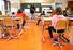 <b>스위스 코로나19 봉쇄완화에 등교수업 하는 초등학생들</b><br>  스위스가 신종 코로나바이러스 감염증(코로나19) 봉쇄완화 조치로 초등학생 등교를 허용한 첫날인 11일(현지시각) 제네바의 한 초등학교에서 수업이 진행되고 있다. 제네바/로이터 연합뉴스
