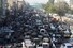 <b>코로나19 완화에 꽉 막힌 파키스탄 도로</b><br>코로나19 확산에 따른 봉쇄 조치 완화로 18일(현지시각) 파키스탄 카라치의 도로가 교통체증으로 꽉 막혀 있다. 카라치 AFP=연합뉴스