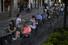 <b>코로나19 봉쇄 완화에 손님 꽉찬 스페인 술집 야외좌석</b><br> 스페인이 신종 코로나바이러스 감염증(코로나19) 봉쇄를 완화한 18일(현지시각) 영업이 허용된 헤로나의 한 술집 야외좌석에 많은 손님들이 앉아 있다. 마드리드AP 연합뉴스
