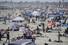 코로나19 감염병 유행이 계속된 24일 (현지시각) 많은 방문객들이 미 캘리포니아 뉴포트비치에서 주말을 즐기고 있다. 뉴포트/AP 연합뉴스