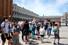 <b>코로나19 봉쇄 완화에 발길 잦아지는 베네치아</b><br> 이탈리아를 찾은 관광객들이 24일(현지시간) 마스크를 쓰고 명소인 베네치아 산마르코 광장을 거닐고 있다. 베네치아 관광업계는 신종 코로나바이러스 감염증(코로나19) 사태에 따른 봉쇄 조치로 큰 피해를 입었다. 베네치아/로이터 연합뉴스