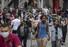 <b>코로나19 봉쇄 완화로 활기 되찾은 브라질 거리</b><br> 브라질 상파울루 시민들이 10일(현지시간) 도심 쇼핑 거리를 걷고 있다. 상파울루의 소매점은 신종 코로나바이러스 감염증(코로나19) 봉쇄 조치로 2달간 폐쇄된 후 이날 다시 문을 열었다. 상파울루 AP/연합뉴스
