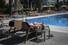 <b>스페인 호텔에서 일광욕 하는 독일 관광객</b><br> 독일 관광객이 15일(현지시간) 스페인 팔마 데 마요르카의 한 호텔 수영장에서 일광욕을 즐기고 있다. 신종 코로나바이러스 감염증(코로나19) 여파로 3달간 닫혔던 유럽 내 국경은 이날 대부분 열렸다. 팔마 데 마요르카 AP/연합뉴스