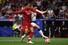 손흥민이 1일(현지시각) 스페인 마드리드의 에스타디오 메트로폴리타노에서 열린 토트넘과 리버풀의 2018-19 시즌 유럽축구연맹(UEFA) 챔피언스리그(UCL) 결승전에서 리버풀의 수비수 버질 판 데이크와 공을 다투고 있다. 마드리드/AFP 연합뉴스%!^r%!^n