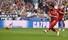 <b>리버풀 전반2분 페널티킥</b><br>%!^r%!^n1일(현지시각) 스페인 마드리드의 에스타디오 메트로폴리타노에서 열린 토트넘과 리버풀의 2018-19 시즌 유럽축구연맹(UEFA) 챔피언스리그(UCL) 결승전에서 전반 2분 리버풀의 미드필더 살라가 페널티 킥을 넣고 있다. 마드리드/AFP 연합뉴스