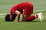 1일(현지시각) 스페인 마드리드의 에스타디오 메트로폴리타노에서 열린 토트넘과 리버풀의 2018-19 시즌 유럽축구연맹(UEFA) 챔피언스리그(UCL) 결승전에서 전반 2분 리버풀의 미드필더 살라가 페널티 킥을 넣은 뒤 그라운드에 입맞추고 있다. 마드리드/로이터 연합뉴스