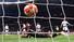 1일(현지시각) 스페인 마드리드의 에스타디오 메트로폴리타노에서 토트넘과 리버풀의 2018-19 시즌 유럽축구연맹(UEFA) 챔피언스리그(UCL) 결승전 중 리버풀의 두번째 골이 토트넘의 골망을 흔들고 있다. 마드리드/EPA 연합뉴스