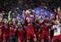 조던 핸더슨(트로피 든 이)를 비롯한 리버풀 선수들이 1일(현지시각) 스페인 마드리드의 에스타디오 메트로폴리타노에서 열린 토트넘과 리버풀의 2018-19 시즌 유럽축구연맹(UEFA) 챔피언스리그(UCL) 결승전에서 우승한 뒤 기뻐하고 있다. 마드리드/AP 연합뉴스