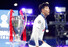손흥민이 1일(현지시각) 스페인 마드리드의 에스타디오 메트로폴리타노에서 열린 토트넘과 리버풀의 2018-19 시즌 유럽축구연맹(UEFA) 챔피언스리그(UCL) 시상식에서 트로피를 지나쳐 시상대에 올라가고 있다. 마드리드/AFP 연합뉴스