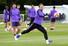 해리 케인(토트넘·맨앞)이 리버풀과의 2018-2019 유럽축구연맹(UEFA) 챔피언스리그(UCL) 결승을 앞두고 27일(현지시각) 영국 북런던 토트넘 홋스퍼 FC 트레이닝 그라운드에서 열린 팀 훈련에 참여하고 있다. 런던/EPA 연합뉴스