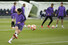 <b>손흥민 `챔스 결승 향해 슛%!^a</b><br> 손흥민(토트넘)이 27일(현지시각) 영국 런던 토트넘 홋스퍼 FC 트레이닝 그라운드에서 열린 미디어 데이에서 팀 훈련 중 슛을 날리고 있다. 토트넘은 오는 6월 1일 스페인 마드리드에서 리버풀과 2018-2019 유럽축구연맹(UEFA) 챔피언스리그(UCL) 결승을 치른다. 런던/AP 연합뉴스