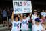 23일 호주 시드니 크리켓 경기장에서 열린 미 프로야구 메이저리그 LA 다저스-애리조나 다이아몬드백스 경기에 첫 등판한 류현진 선발전을 관전하기위해 경기장을 찾은 호주 교민들이 열렬히 응원하고 있다. 시드니=연합뉴스