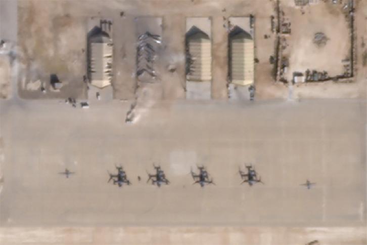 <b>인공위성 사진에 나타난 美 공군기지 피격 현장</b> <br> 미국의 상업용 위성 운영업체 플래닛 랩스가 이란이 미사일 공격으로 이라크의 아인 알 아사드 미 공군기지에 가한 피해 상황이라고 밝힌 인공위성 사진. 아인 알 아사드 공군기지 AP/연합뉴스