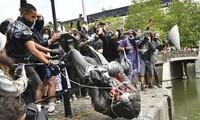 '인종주의 반대' 동상 철거 운동