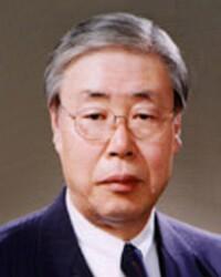 고 윤도근 홍대 명예교수. 향년 86.
