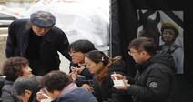 문중원 기수 아내와 해고노동자가 함께 차린 거리의 차례상