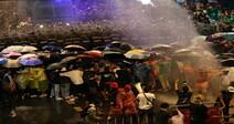 한국선 '금지' 살수차, 전 정부 때 수출돼 타이 민주화 시위 진압에 쓰인다