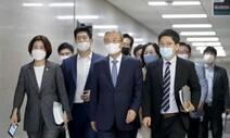 돌아선 중도층…통합당 지지도 '탄핵 뒤 처음' 민주당 앞섰다