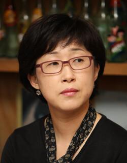 시인 나희덕. <한겨레> 자료사진
