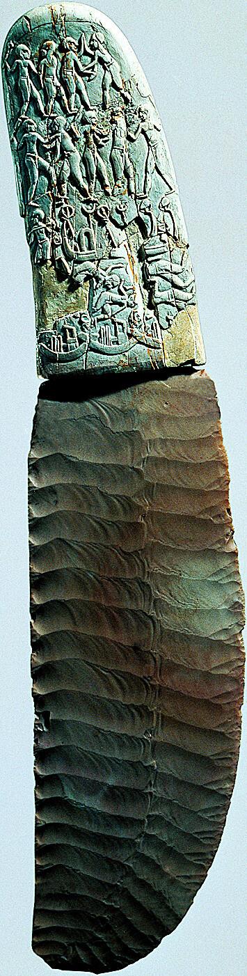 장식된 상아 손잡이에 규석 칼날이 장착된 제사용 칼. 나카다, 이집트. 글항아리 제공