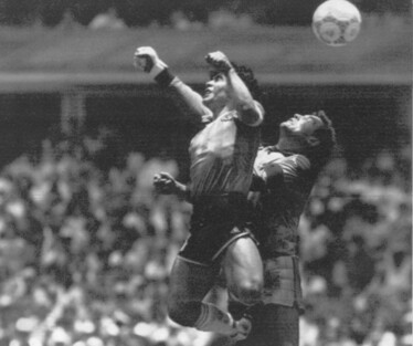 '신의 손' 논란을 낳았던 1986 멕시코 월드컵 8강전. 멕시코시티/AP 연합뉴스