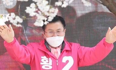 """'총선용 돈풀기' 비난하던 황교안 """"전국민에 1주일안 50만원씩"""""""
