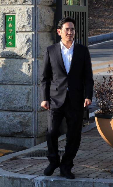 2018년 2월5일, 서울고법에서 집행유예형을 선고받고 서울구치소를 나서고 있는 이재용 삼성전자 부회장. 김경호 기자