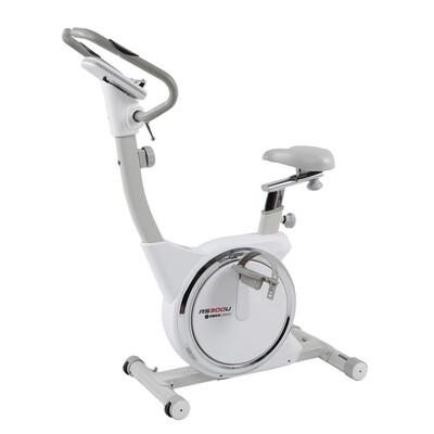 사이먼 프리미엄 실내 자전거 RS300U : 바퀴의 이중 벨트 시스템으로 안정적으로 페달링이 가능한 실내 자전거. 깔끔한 흰색과 회색 디자인도 조화롭다. (30만원대) 사이먼스포츠 제공