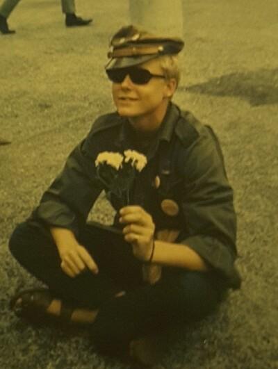 베트남전 평화시위에 참석한 열여섯의 크리스 도브잔스키. 사진 크리스 도브잔스키 제공.