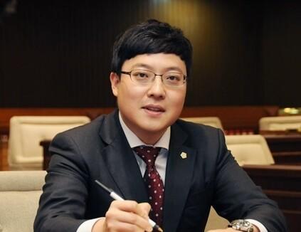 이관수 강남구의회 의장. 강남구의회 누리집
